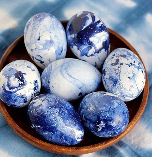 Фото №6 - Готовимся к Пасхе: можно ли красить яйца лаком для ногтей?