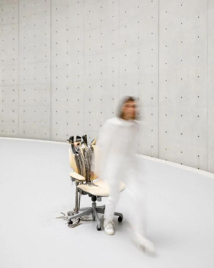 Фото №13 - Ускользающая красота: тающие скульптуры Урса Фишера в новом музее в Париже
