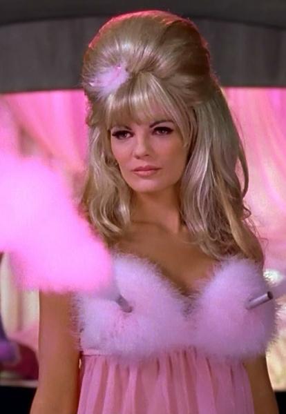 Фото №17 - Вооружены и опасны: почему бюстгальтеры-пули снова в моде и причем здесь Мадонна и Монро