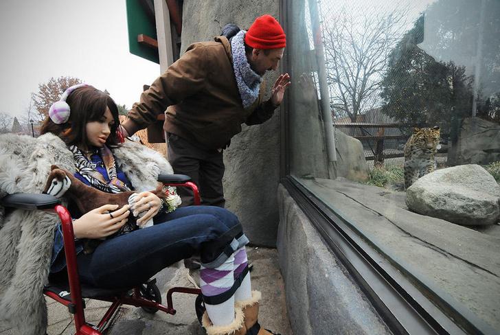 Фото №10 - «То ли люди, то ли куклы»: зачем взрослые играют с силиконовыми младенцами и резиновыми женщинами