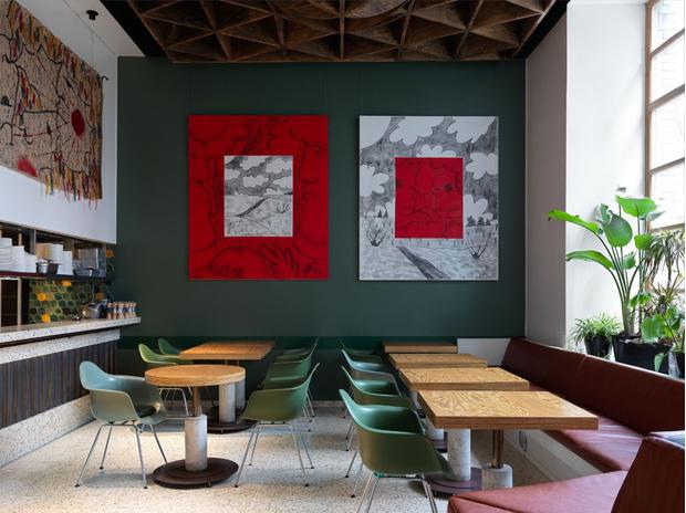 Фото №1 - Flaner: новый ресторан в Москве с мебелью Vitra