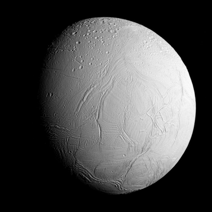 Фото №1 - Метан на спутнике Сатурна может быть признаком жизнедеятельности микроорганизмов