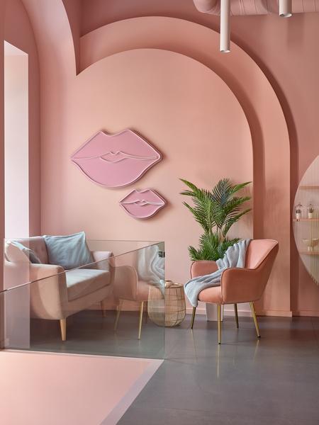 Фото №2 - Салон красоты Glossy & Go в Москве
