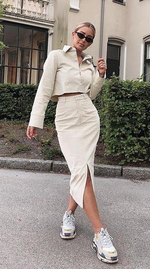 Фото №2 - Тренды 2021: модные юбки, к которым подойдут любые кроссовки