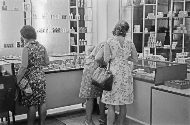 Фото №8 - От «Красной Москвы» до «Свердловска»: какими ароматами пользовались женщины в Советском Союзе