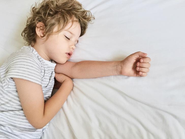 ребенок писает в кровать, ребенок писается, недержание, энурез, что делать