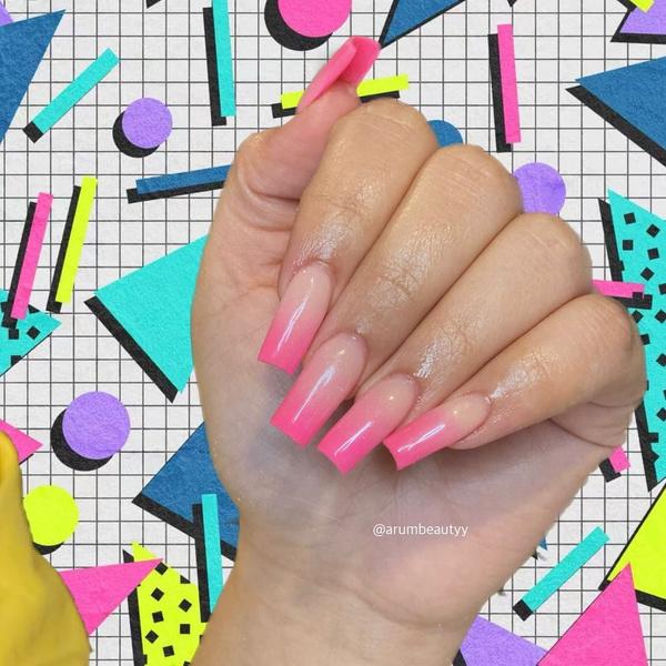 Фото №3 - Розовый маникюр: 10 крутых вариантов от нюда до неона💗