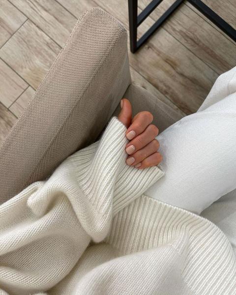 Фото №1 - Нюдовый маникюр: 15 нежных идей для ногтей любой длины