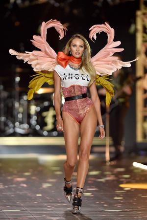 Фото №16 - Горячий состав: 16 главных ангелов Victoria`s Secret в этом году