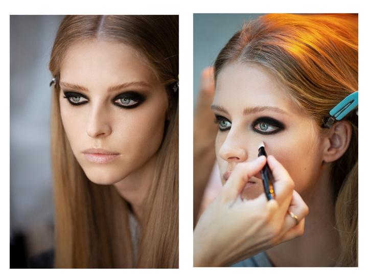 Фото №2 - Ах, эти глаза: самый эффектный макияж глаз на показе Chanel FW/21
