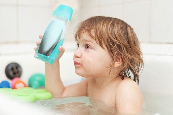 как вымыть голову ребенку без слез