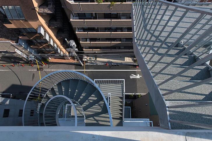 Фото №4 - Отель с лестницами на фасаде в Токио