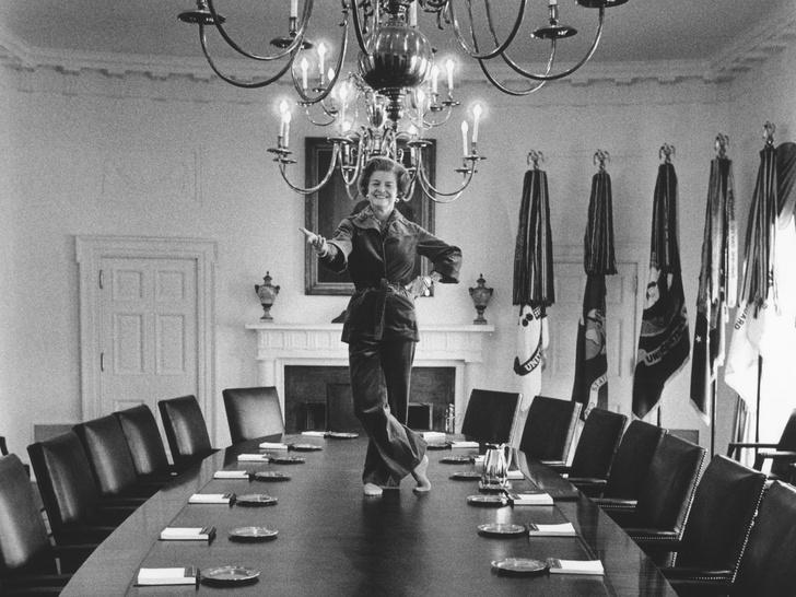 Фото №10 - 12 самых скандальных нарядов Первых леди, за которые им досталось от прессы