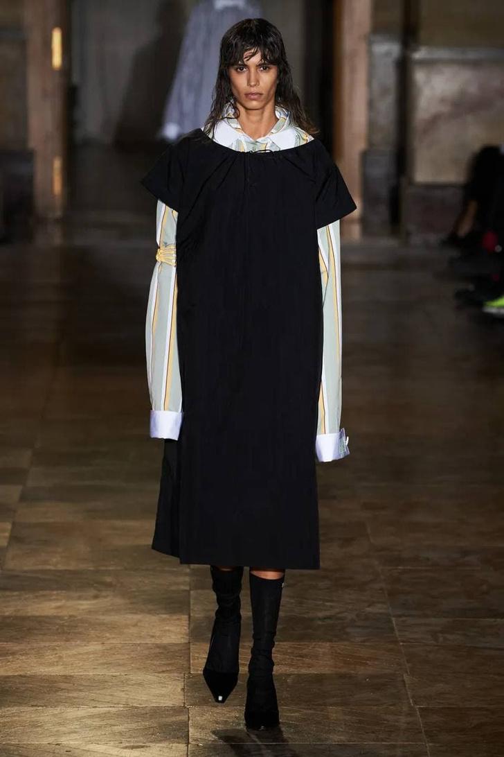 Фото №12 - Что, как и с чем носить весной 2022: свежие идеи с Недель моды