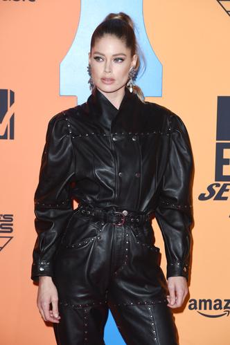 Фото №36 - Премия MTV EMA: лучшие звездные образы за всю историю