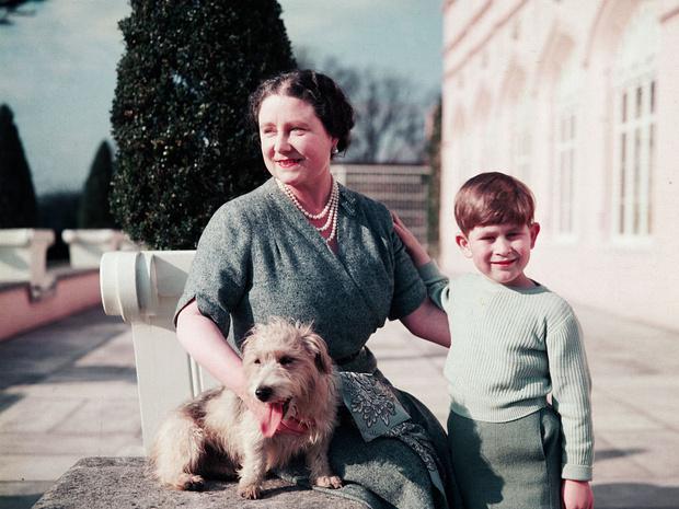 Фото №2 - Самые трогательные фотографии королевских бабушек и дедушек с внуками