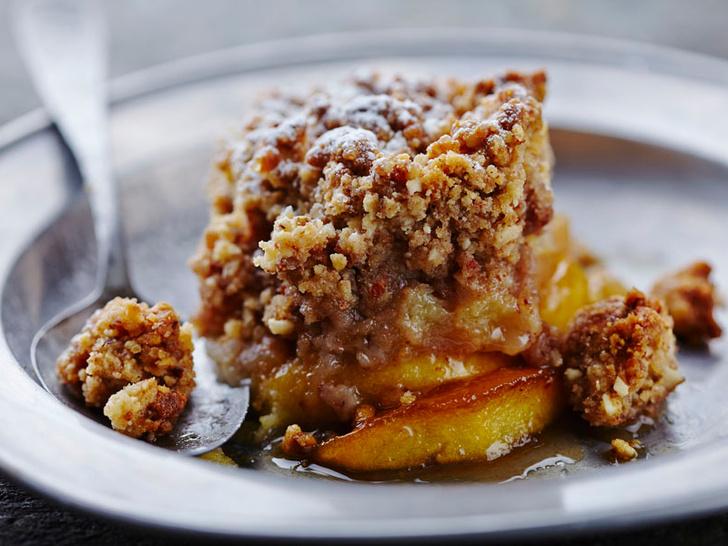 Фото №1 - Яблочный крамбл: история блюда и оригинальный рецепт