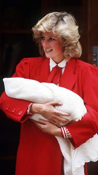 Фото №7 - Подражая Диане: культовые образы принцессы Уэльской, которые повторили Кейт и Меган