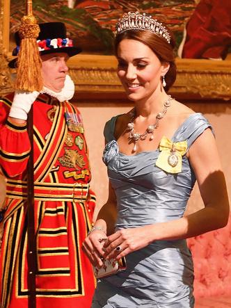 Фото №4 - Королевская сокровищница: самые дорогие украшения герцогини Кейт