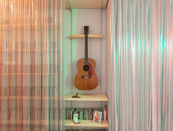 Фото №9 - Симфония цвета: маленькая многофункциональная квартира в Мадриде