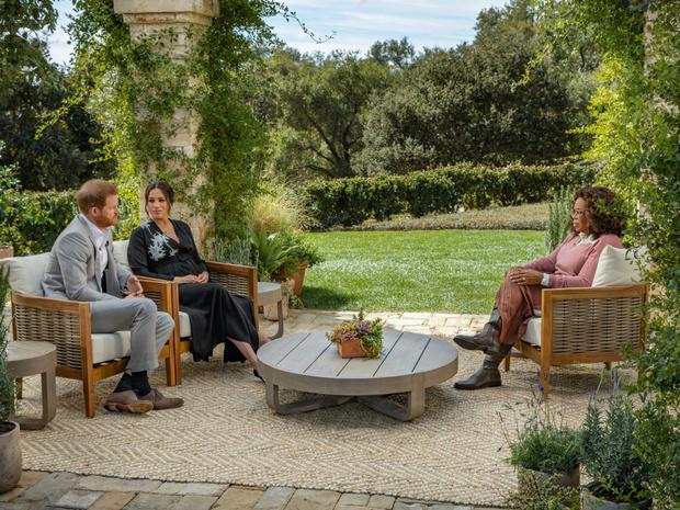 Фото №3 - Неизбежные последствия: чем интервью Гарри и Меган грозит британской монархии