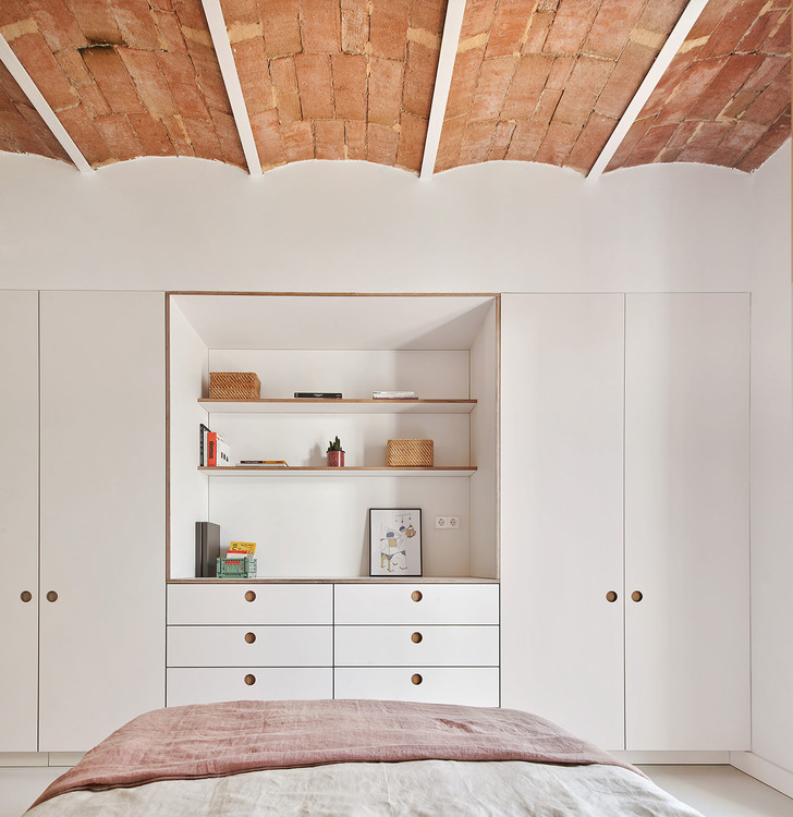 Фото №7 - Белая квартира со сводчатым потолком в Барселоне