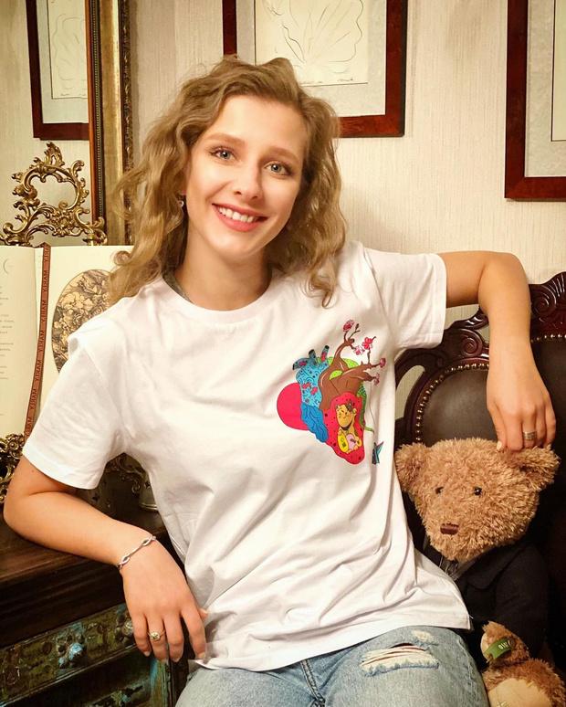 Фото №1 - Лиза Арзамасова показала невероятно молодую и красивую маму