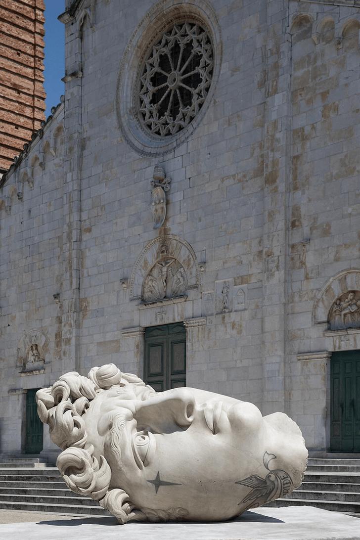 Фото №5 - Скульптуры с татуировками на уличной выставке в Тоскане