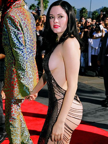 Фото №2 - 15 самых уродливых секси-платьев за всю историю моды