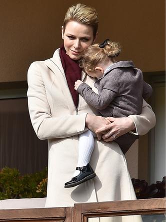 Фото №6 - Самые трогательные фото королевских мам с детьми