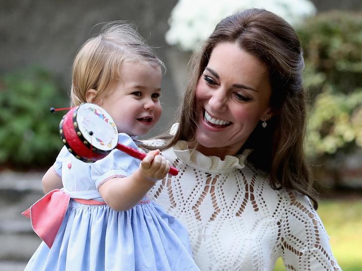 Фото №4 - Самые трогательные фото королевских мам с детьми