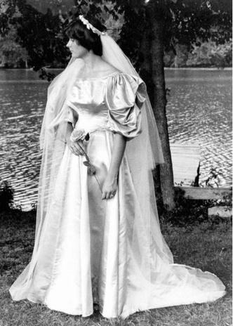 Фото №11 - Кружева истории: самые старые свадебные платья в мире
