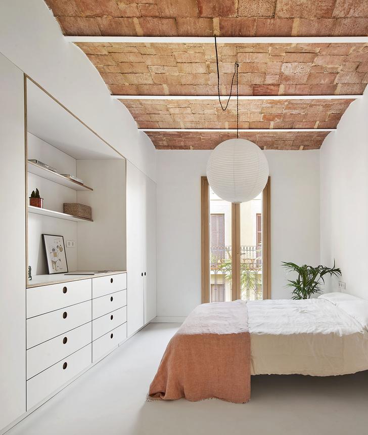 Фото №6 - Белая квартира со сводчатым потолком в Барселоне