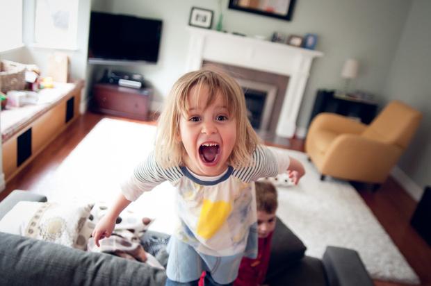 Фото №1 - «Дочка всех прогоняет, как реагировать?»