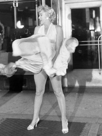 Фото №7 - 5 культовых кинонарядов Мэрилин Монро и забавные истории, связанные с ними