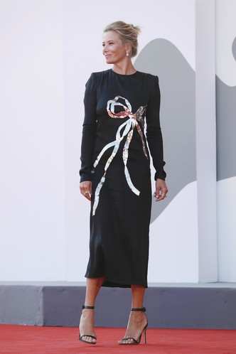 Фото №3 - Высоцкая вышла на красную дорожку в соблазнительном платье без белья