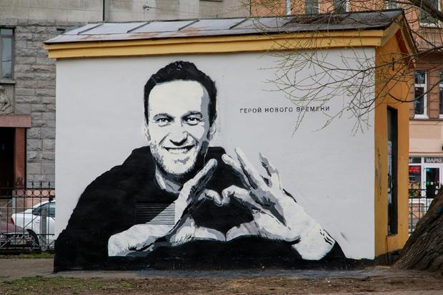 Фото №2 - Лучшие шутки про граффити с Навальным, которое закрасили