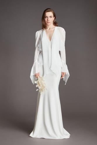Фото №13 - От классики до экспериментов: 6 главных трендов свадебной моды в 2021 году