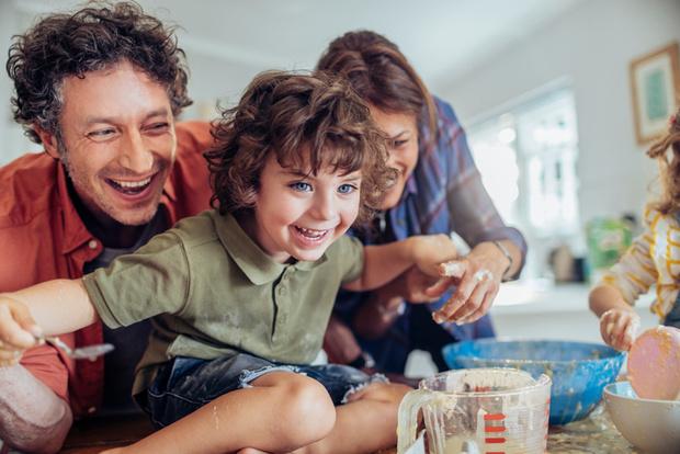 Фото №1 - Приучить ребенка к домашним делам: 6 способов сделать это играючи