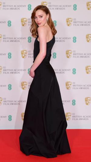 Фото №5 - BAFTA 2021: самые стильные звезды на красной дорожке церемонии