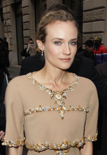 Диана Крюгер (Diane Cruger) на показе Chanel во время Парижской Недели Моды`11