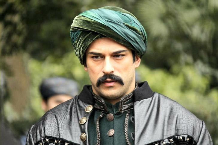Фото №1 - Осторожно, горячо: самые сексуальные красавчики из турецких сериалов 🔥