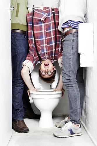 Фото №4 - Пусть сильнее грянет буллинг! Почему мужчинам так нравится издеваться друг над другом