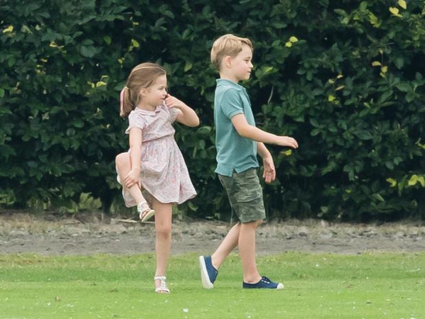 Фото №2 - На первом плане: почему Шарлотта всегда будет популярнее Джорджа