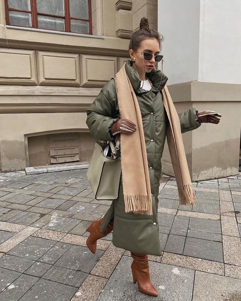 Фото №4 - Тренд: с чем носить кожаный пуховик зимой 2020-2021