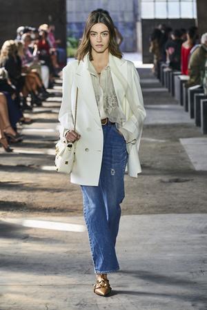 Фото №21 - Какие джинсы будут в моде весной и летом 2021