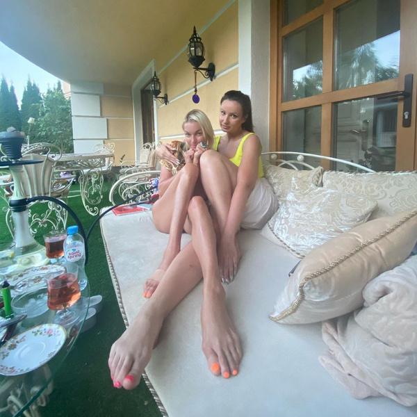 Фото №2 - «Сбежавший пупок»: Волочкова промахнулась с фотошопом живота