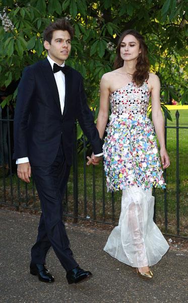 Фото №1 - Стиль звезд: Кира Найтли с мужем на вечеринке в Лондоне