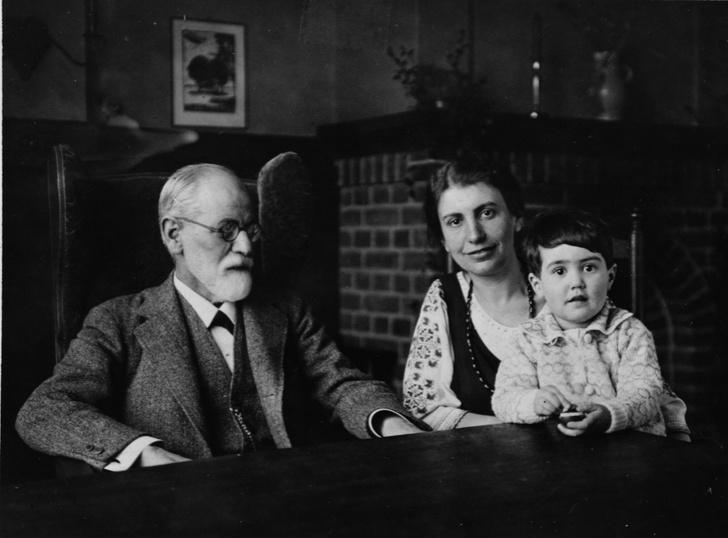 Фото №3 - Анна на шее: как психологические эксперименты Зигмунда Фрейда над младшей дочерью нанесли непоправимый вред ее психике