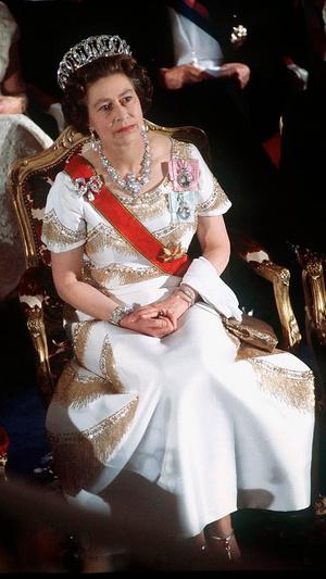 Фото №5 - Как королевские особы носят изумруды